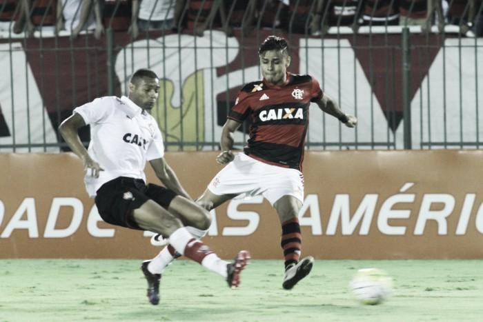 Na Ilha do Urubu, Flamengo tenta afastar momento turbulento contra Vitória