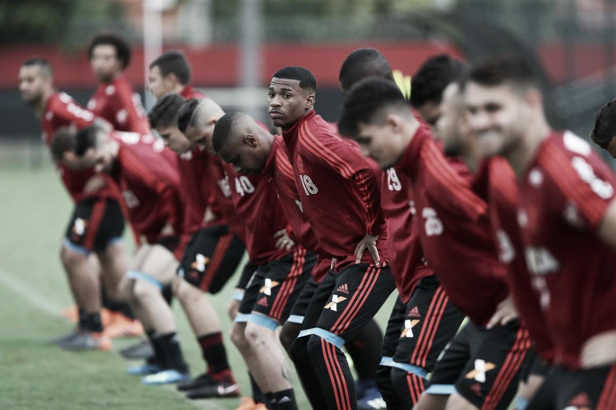 Sem Paquetá, Flamengo recebe Paraná visando manter liderança do Brasileirão