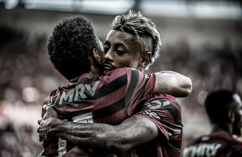 Segue o líder! Bruno Henrique dá show, e Flamengo derrota Corinthians no Rio