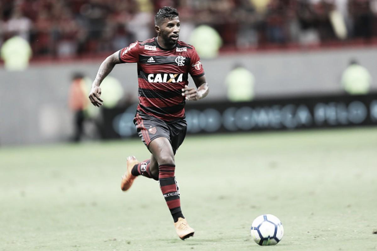 """Em maratona de jogos, Rodinei rejeita descanso no Flamengo: """"Odeio ser poupado"""""""