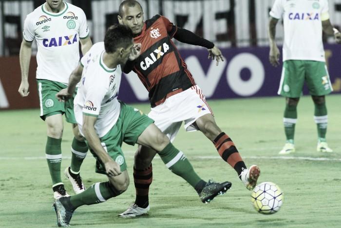Chapecoense e Flamengo medem forças buscando manter sequência invicta no Brasileirão