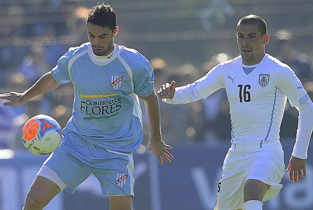 La selección uruguaya ganó en un partido disputado a beneficio en Flores