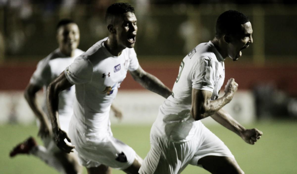 Fluminense sai atrás, mas busca virada sobre o Vitória no Barradão