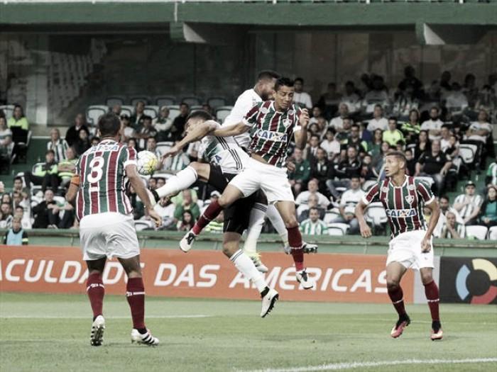 Fluminense sai na frente, fica com um a mais, mas cede empate ao Coritiba no Couto Pereira