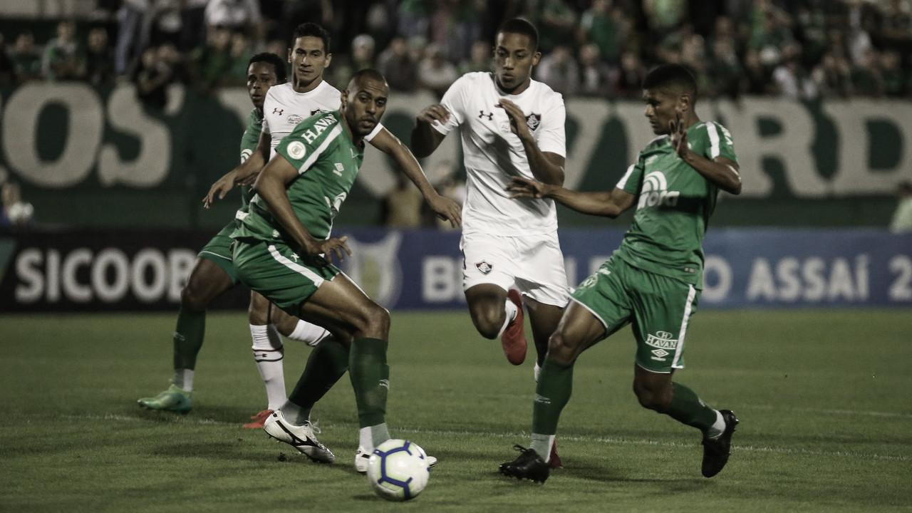 """Ameaçados pela queda, Fluminense e Chapecoense fazem jogo de """"seis pontos"""""""