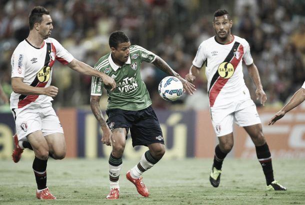 Fluminense sofre mesmo com um jogador a mais, mas vence Joinville com gol no fim