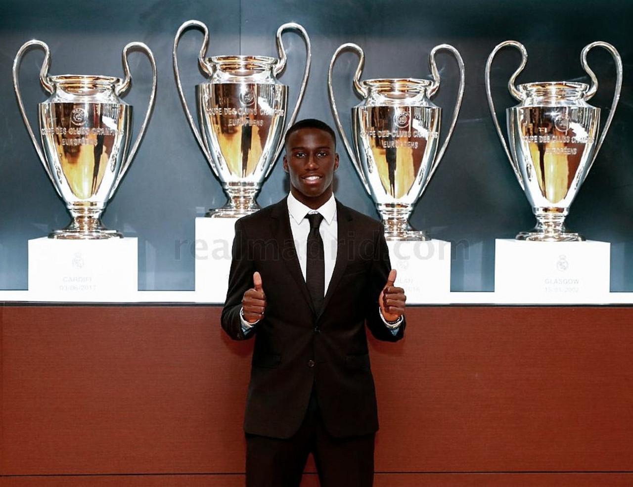 Mendy, presentado con el Real Madrid