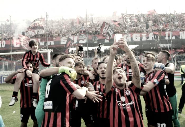 Foggia in festa. Dopo 19 anni è di nuovo Serie B!