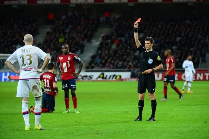 Lyon voit rouge et rate le podium