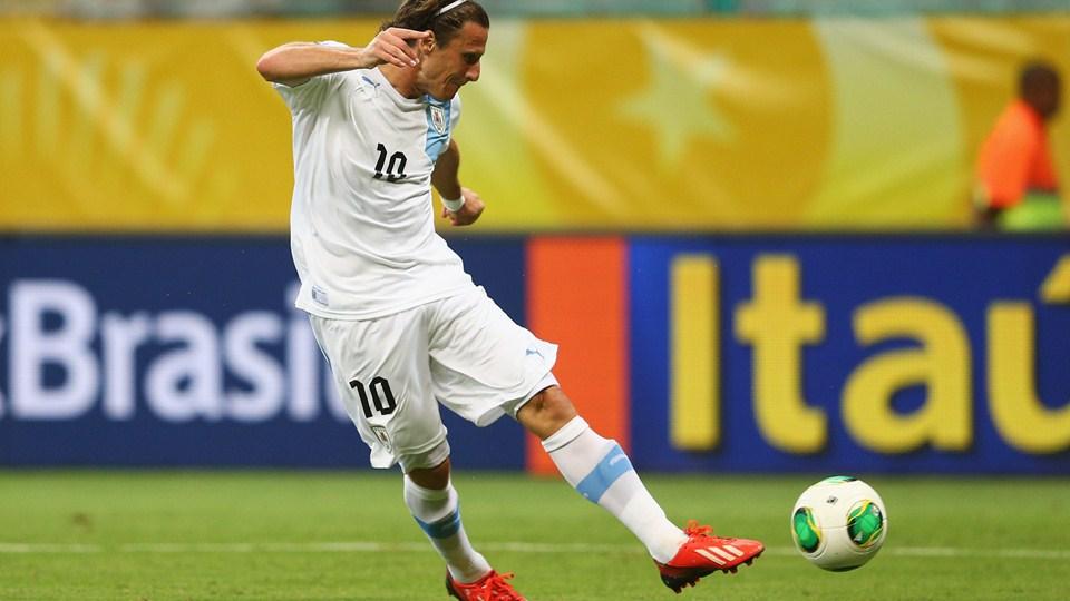 """Alívio de Forlán: """"Conquistamos os 3 pontos e estamos a um passo da classificação"""""""