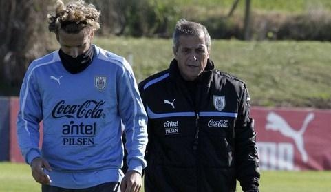 Inter, fuori un altro: saluta anche Forlan