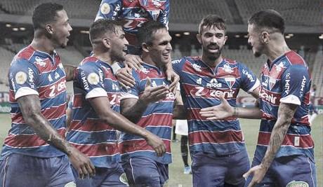 Fortaleza decide no primeiro tempo, se impõe contra o Corinthians e volta ao G-4