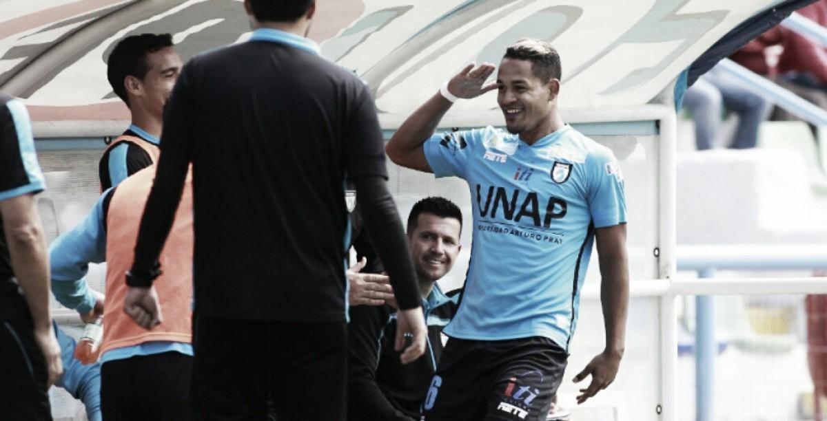 Edwuin Pernía anotó un triplete con Deportes Iquique