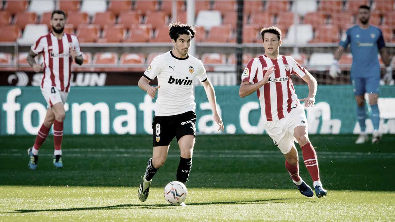 Los errores en defensa condenan al Athletic ante el Valencia
