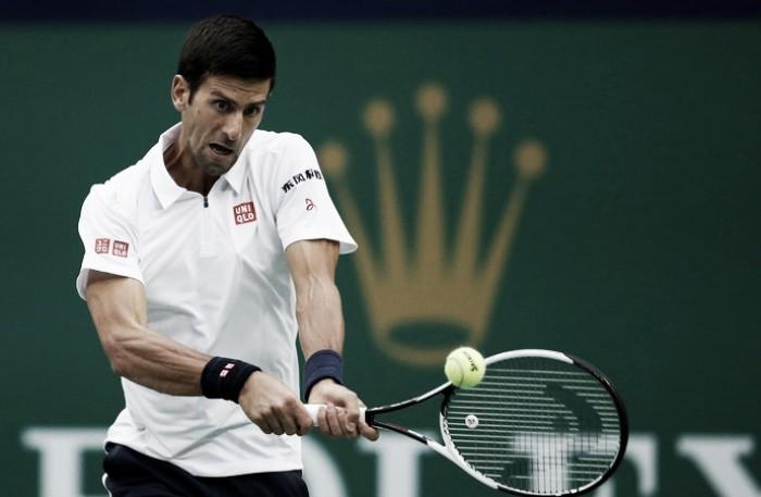 Djokovic passa sufoco, mas vence Zverev no Masters de Xangai