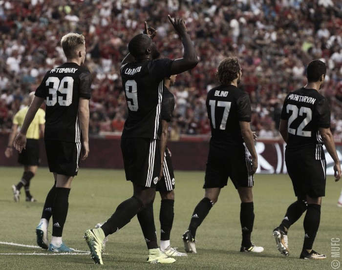 Romelu Lukaku anota su primer gol en el Manchester United
