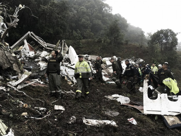 Tragédia com avião da Chapecoense deixa 76 mortos