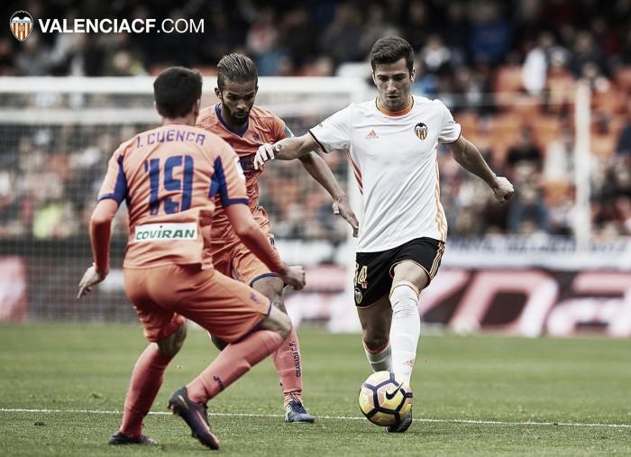 Valencia tropeça no lanterna Granada em casa e segue pressionado no Espanhol