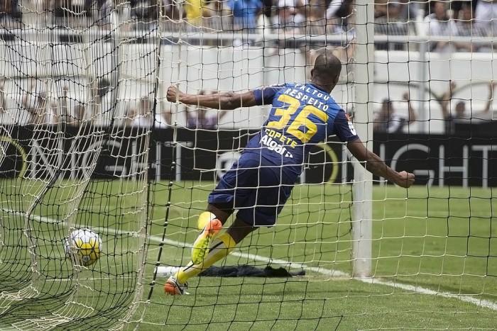 Santos vira no final, vence Ponte Preta fora de casa e chega à vice-liderança