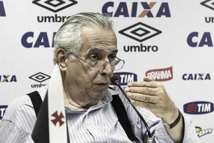 Em coletiva de última hora, Eurico Miranda faz críticas à imprensa e nega clima político
