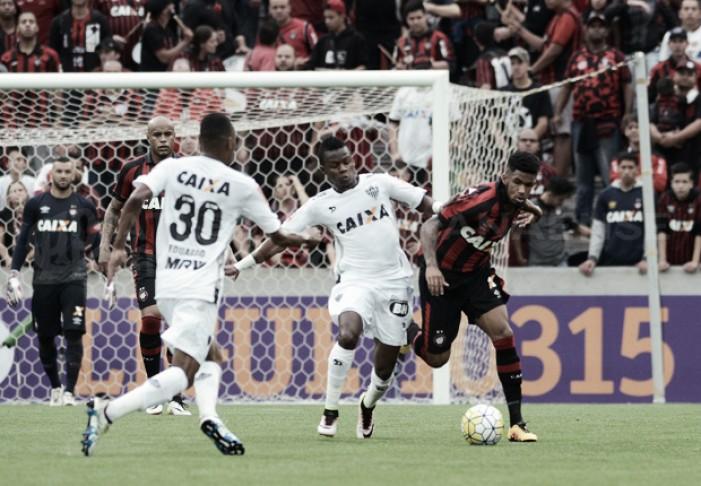 Na estreia de Marcelo Oliveira, Atlético-MG arranca empate do Atlético-PR