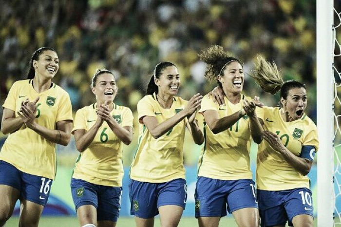 Cristiane faz história, Brasil goleia Suécia e antecipa vaga no futebol feminino
