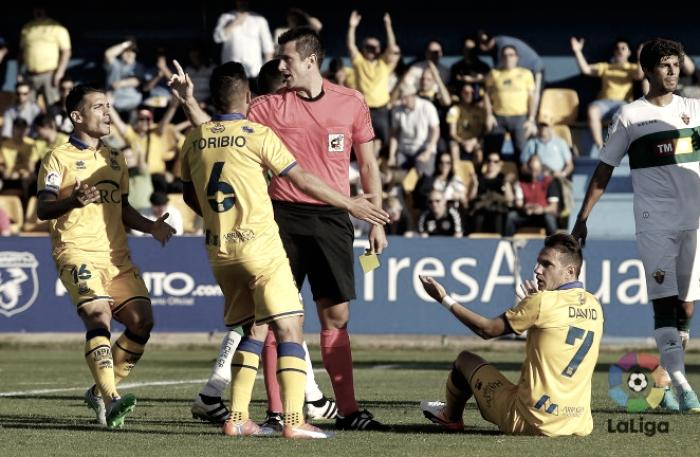 Análisis del árbitro del Real Oviedo - U. D. Almería: Díaz de Mera.