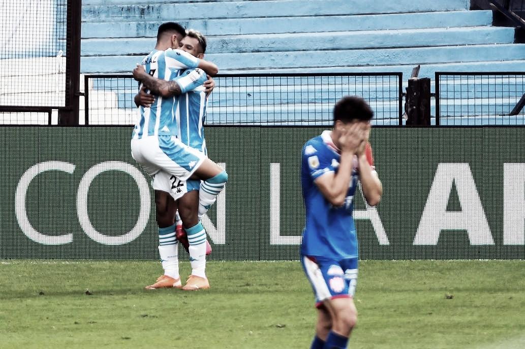 El abrazo de gol de Alcaráz con Montoya. (foto: José Brusco/POOLARGRA)