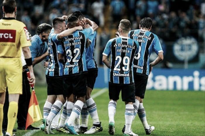 Grêmio massacra Atlético-PR e encaminha vaga às semifinais da Copa do Brasil