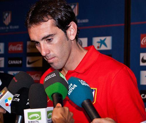 """Godín: """"Messi e Falcao estão um passo acima de Cristiano"""""""