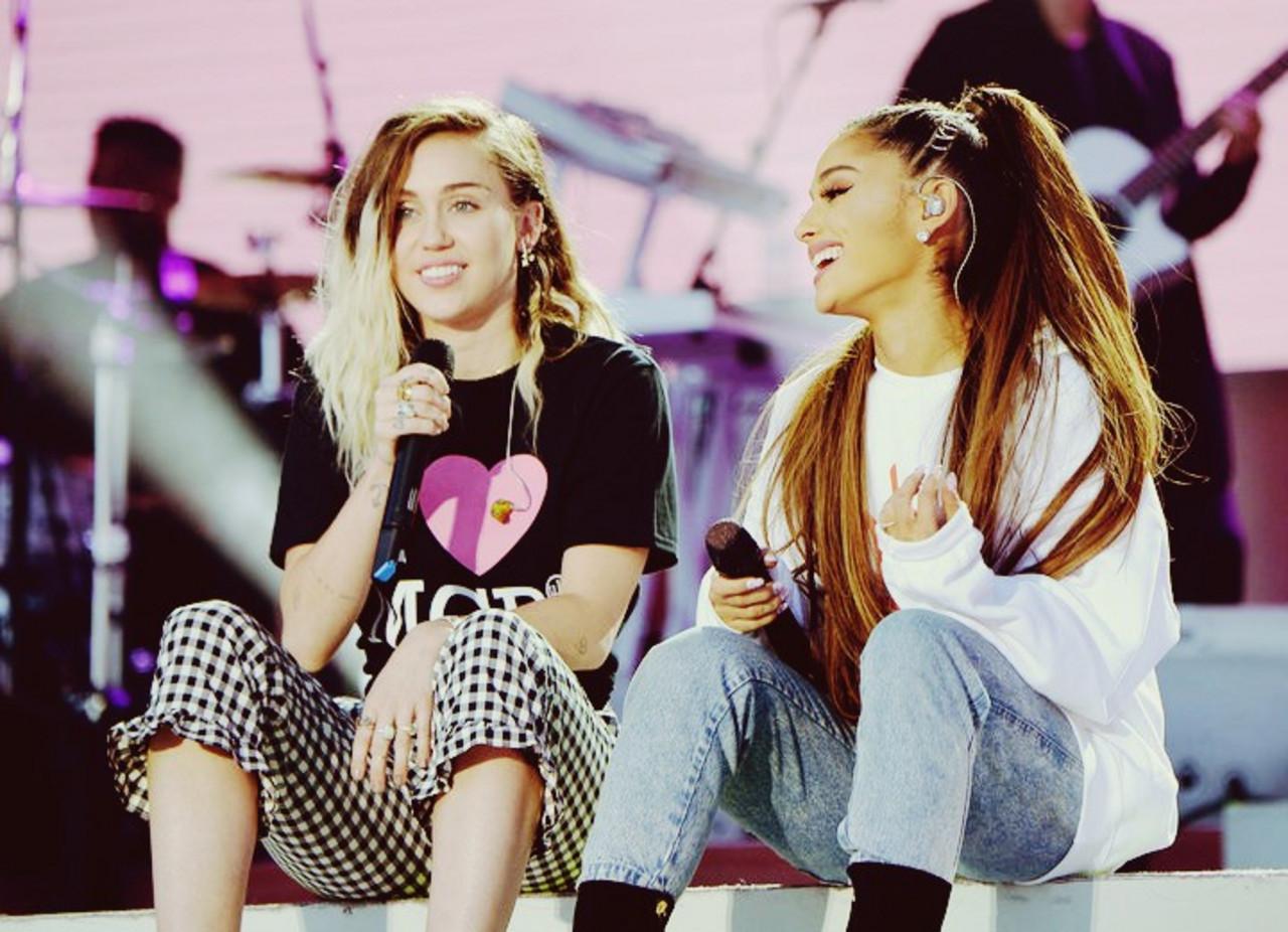 Los nuevos temas de Ariana y Miley