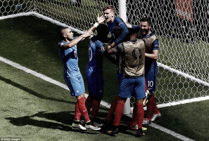 France 2-1 Republic of Ireland: Griezmann brace sends hosts into the last eight