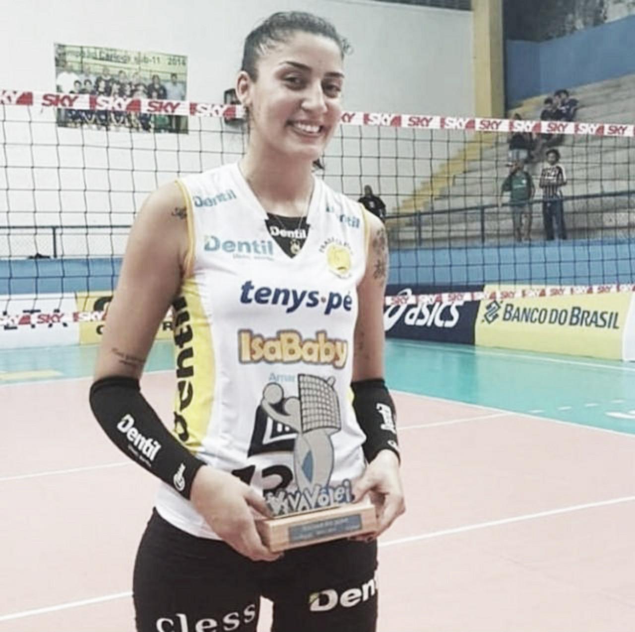 """Após vitória, Fran destaca boa fase do Praia Clube: """"Todas as equipes vão vir firmes contra a gente"""""""