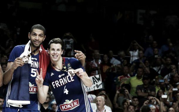 França bate Lituânia e conquista primeira medalha em Copas do Mundo