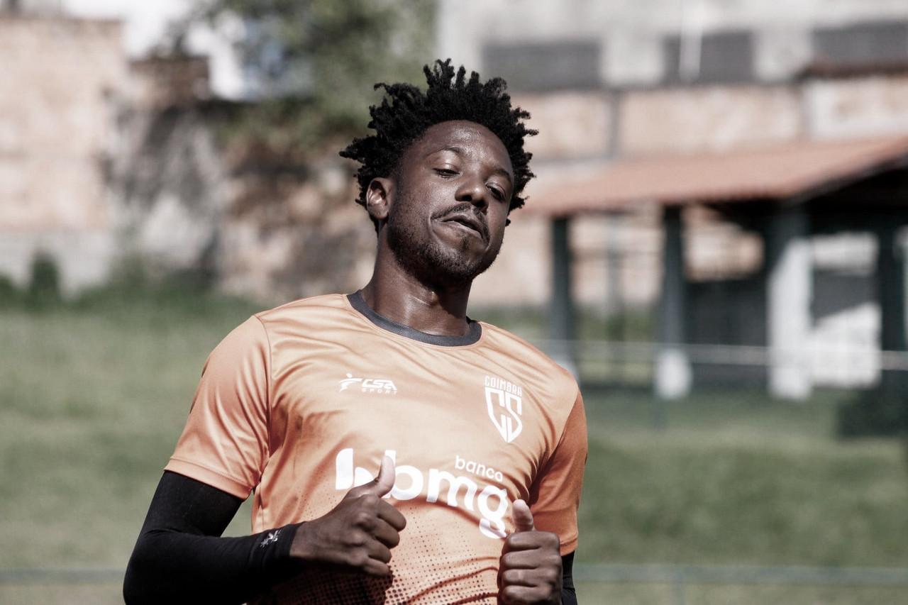 Francis mira recuperação do Coimbra no Campeonato Mineiro
