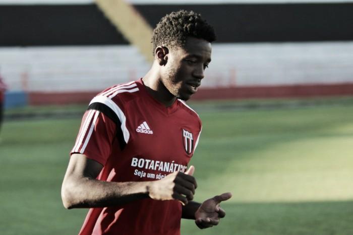 Vitória Guimarães contrata Francis ao Botafogo