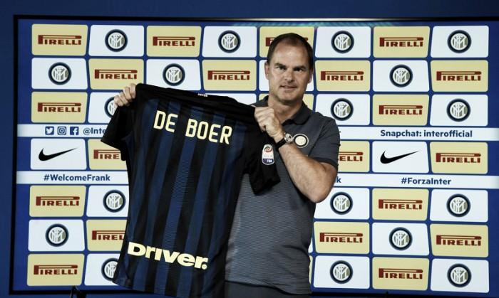 """De Boer é apresentado na Inter, elogia Gabigol e avisa: """"Objetivo é se aproximar da Juventus"""""""
