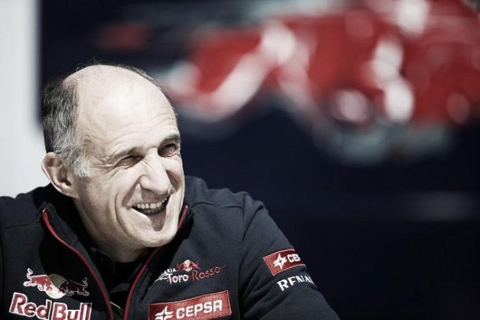 """Franz Tost: """"Yo congelaría el motor de Mercedes"""""""
