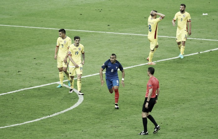 Payet decide no fim e França arranca vitória contra Romênia na abertura da Eurocopa