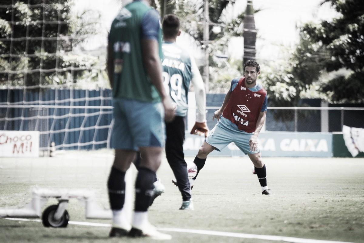 Recuperado de lesão, Fred volta a treinar com bola junto à equipe do Cruzeiro