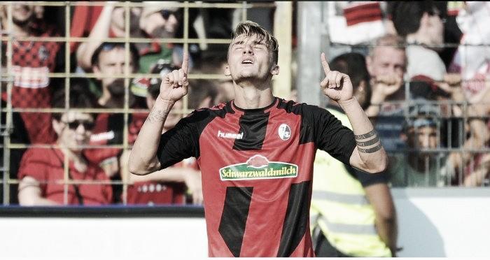 Freiburg surpreende, vira sobre o Gladbach e vence a primeira na Bundesliga