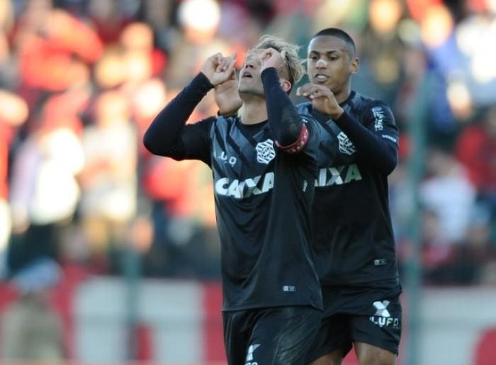 Gatito brilha, Rafael Moura faz golaço e Figueirense vence Flamengo
