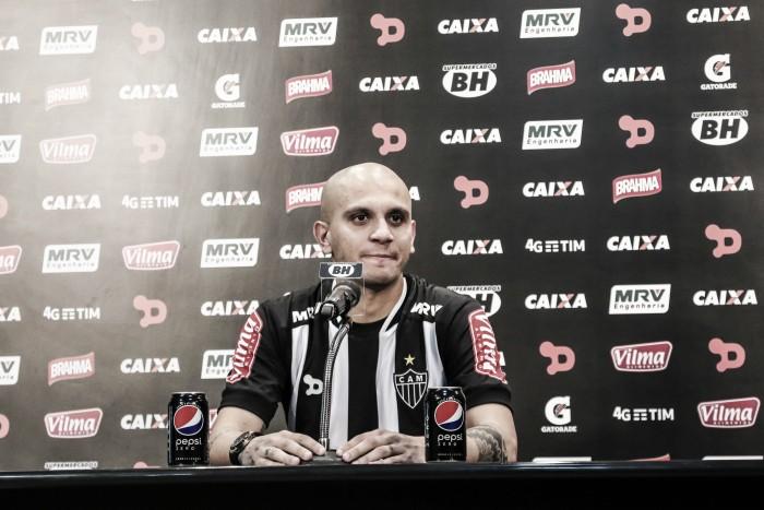 Cruzeiro é passado: Fábio Santos é apresentado e espera ter sucesso pelo Atlético-MG