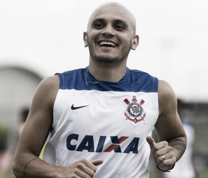 Atlético-MG acerta com lateral-esquerdo Fábio Santos, ex-Corinthians