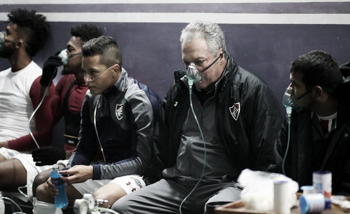 """Derrotado, mas classificado! Abel elogia superação do Fluminense: """"Viajamos preocupados com a altitude"""""""