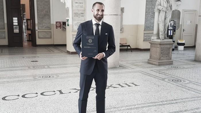 Zagueiro Chiellini conclui mestrado de administração de empresas