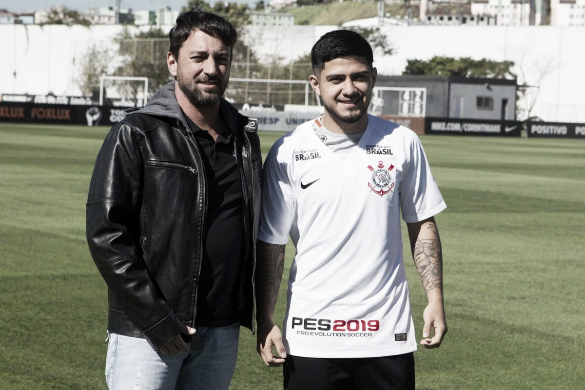 Sérgio Díaz destaca sua versatilidade em apresentação no Corinthians