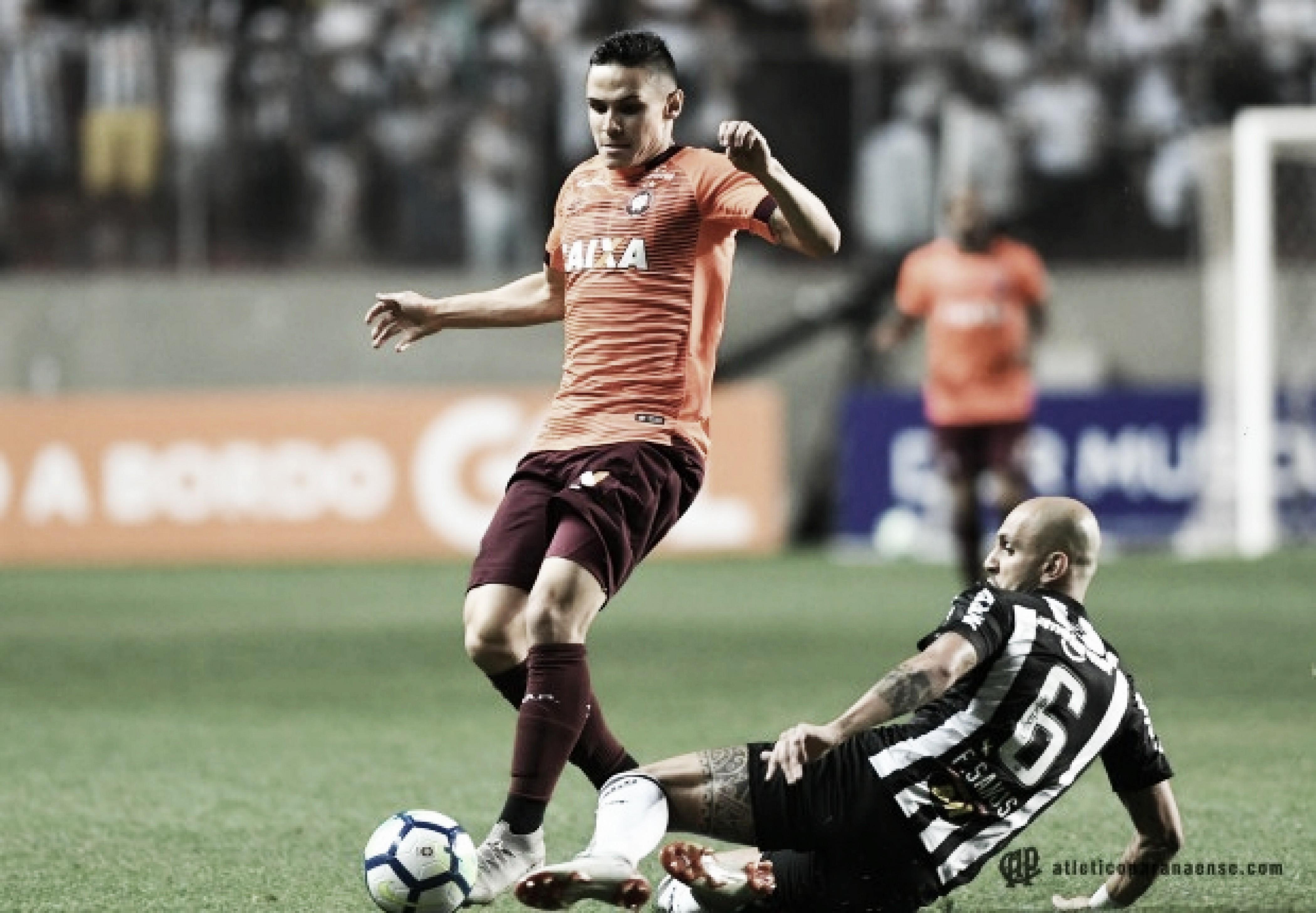 """Após derrota do Atlético-PR, Rony cita falhas nas finalizações: """"Deixamos a desejar"""""""