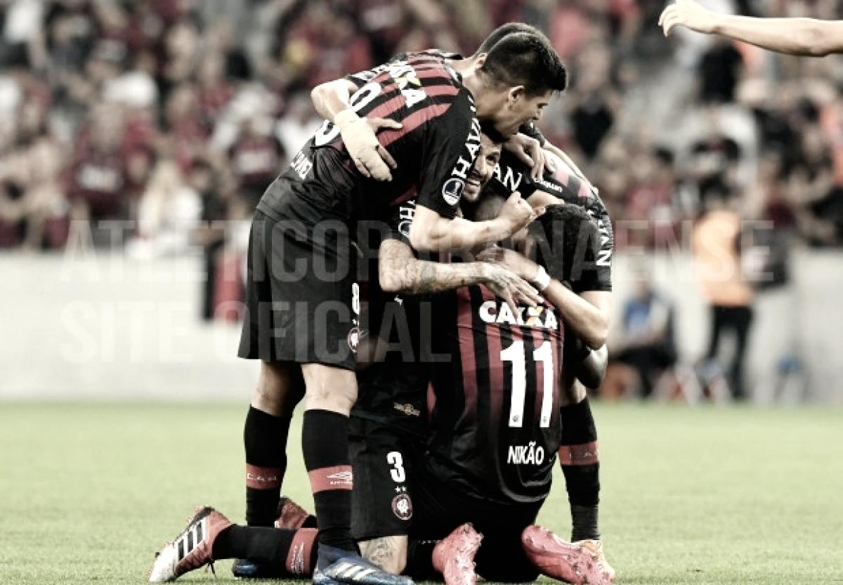 Atlético-PR domina Newell's Old Boys e garante boa vantagem para partida de volta