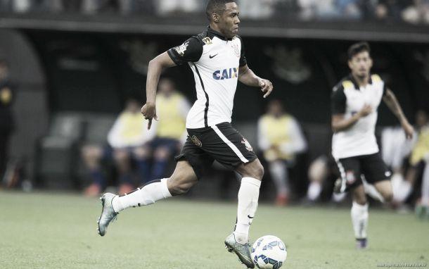 """Elias critica arbitragem após receber terceiro amarelo: """"Um dia errariam contra o Corinthians"""""""